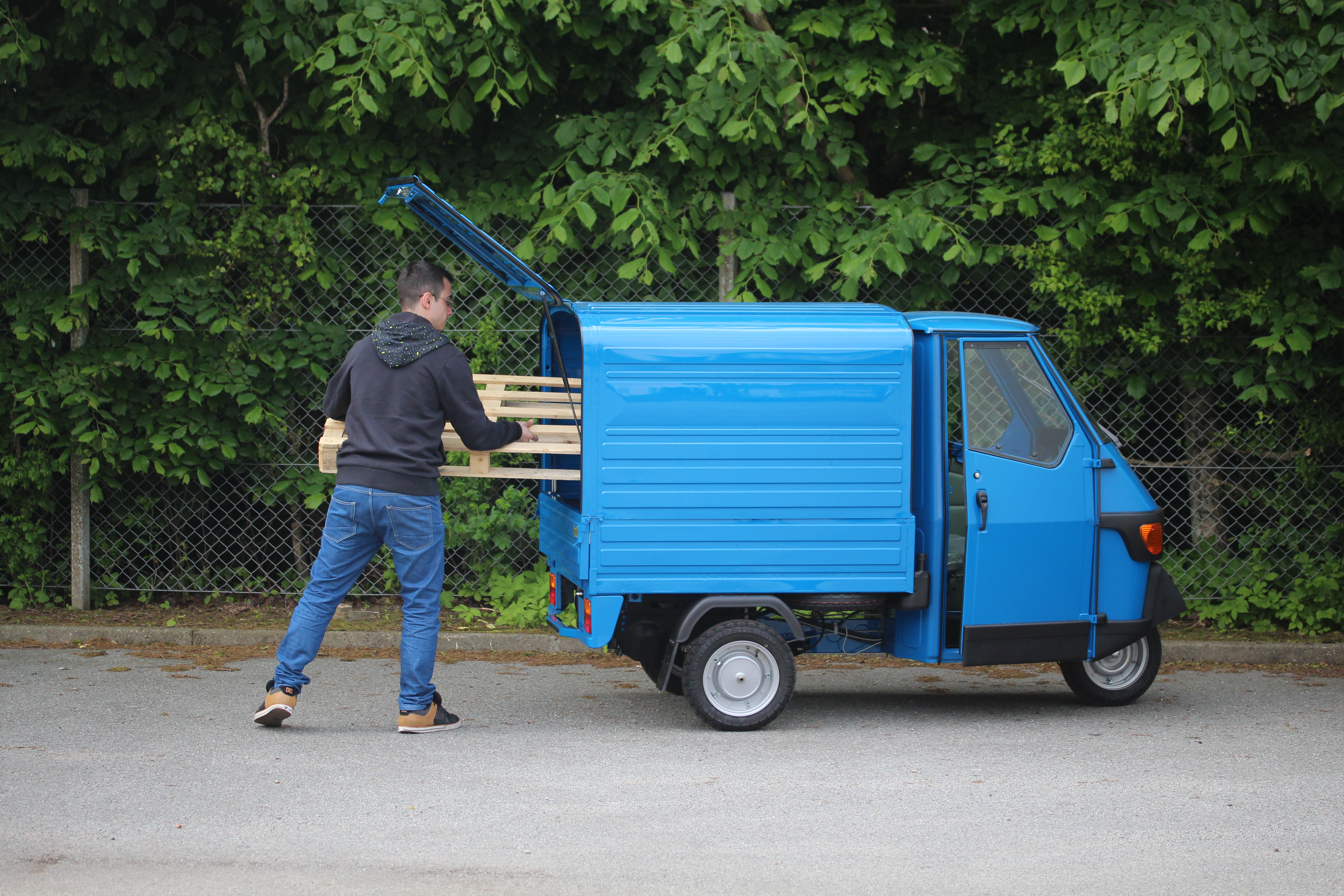 piaggio ape service pl t lack luftkonditionering ac glas. Black Bedroom Furniture Sets. Home Design Ideas